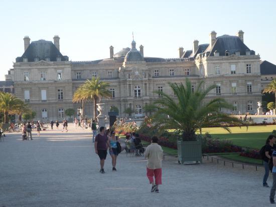 Paris, Frankrig: Променад у Дворца.