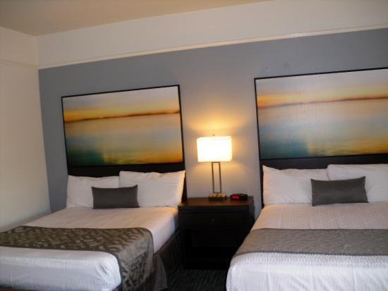 Tamarack Beach Resort and Hotel: 2 Queen Hotel Room