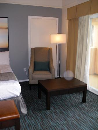 Tamarack Beach Resort and Hotel: Accent Chair w/eading Lamp
