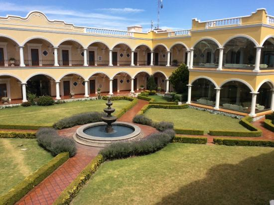 Real Hacienda Santo Tomas: Jardín central