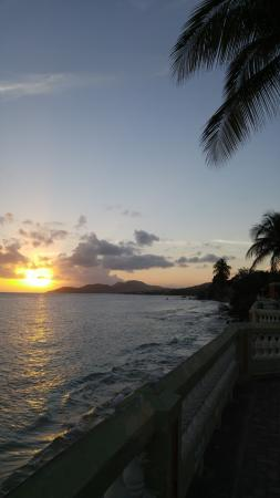 Bananas Guesthouse: Beautiful sunsets are nearby.