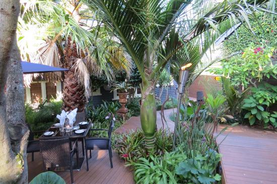New Plymouth, Nueva Zelanda: Outdoor garden dining.