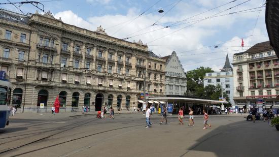 Paradeplatz i mitten av Zurich stad Picture of Zurich Canton of