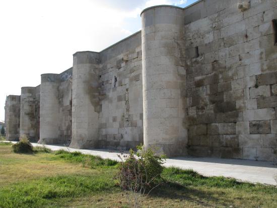 Agzikarahan Hani : un des côtés fortifiés