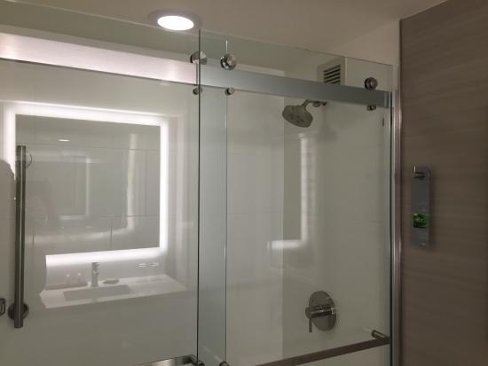 shower picture of renaissance waterford oklahoma city hotel rh tripadvisor com