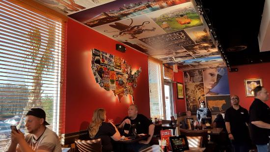 Red Robin Gourmet Burgers and Brews: Dining area on Bar side
