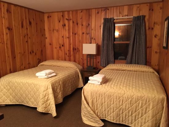 Wilson Lodge at Oglebay Resort & Conference Center: 4 bedroom cabin