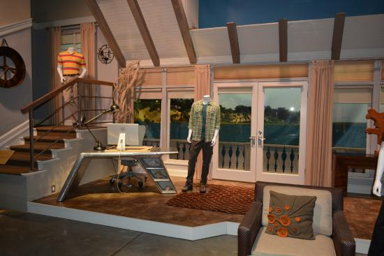 Two And A Half Men House Design on modern family house design, ghost whisperer house design, greek house design, family guy house design,