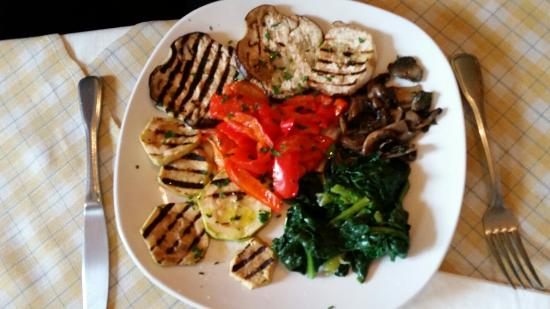 Tris: Leckeres Gemüse, Miesmuscheln, Austernpilze und Pizza