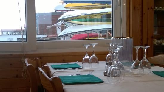 Sala da pranzo con vista sul mare picture of toto for Sala pranzo con caminetto