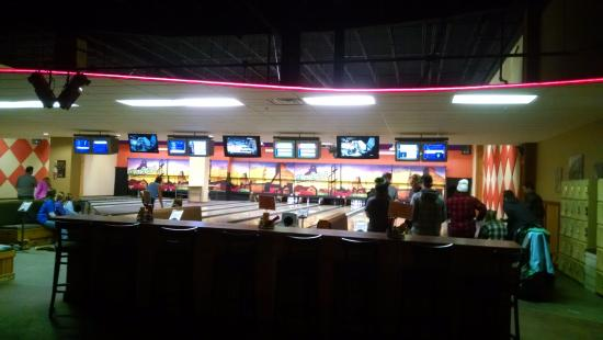 Houghton, MI: Overview of the bowling alley...