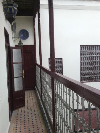 Riad al akhawaine: Balcón