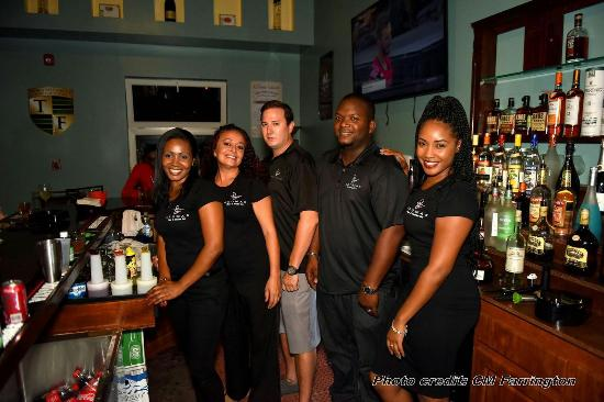 Aromas Cigar & Martini Bar: Best service in the BVI at the most upscale bar in the island