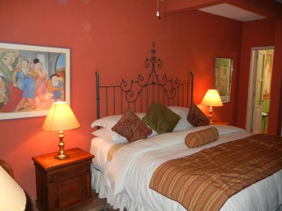 Casa Calderoni Bed and Breakfast: The Botero room