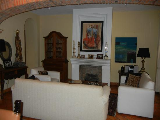 Casa Calderoni Bed and Breakfast: Common area living space