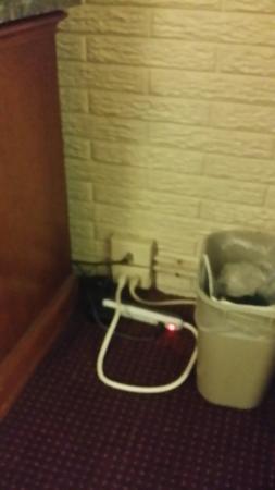 Days Inn Lenoir : dont stay here roaches unsanitary
