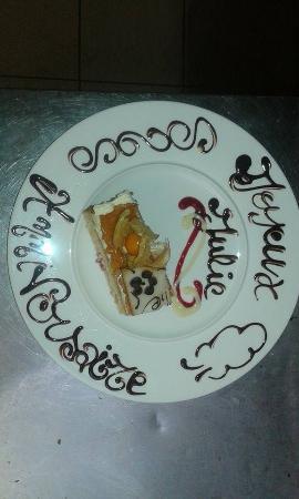 """Aux Marronniers : Gâteau aux Fruits """"Joyeux Anniversaire"""" ."""