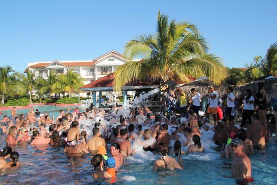 Memories Paraiso Beach Resort Foam Pool Party