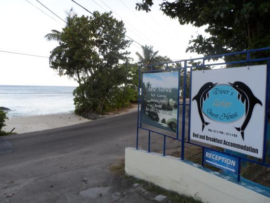 The Divers Lodge : the beach