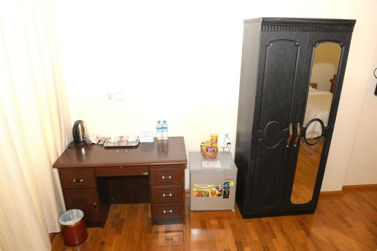 Vision Hotel Closet Refrigerator And Working Desk