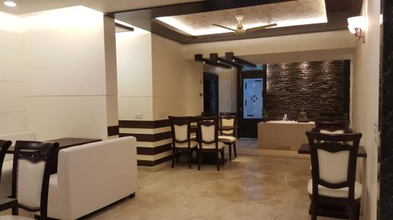 Dinning area with Fountain at Bliss Home Stay, Agra