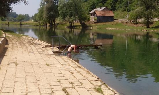 Karlovac County, Croacia: cristal lear river Korana...and girl!