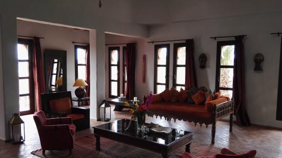 Salon de la chambre 18 à la décoration marocaine raffinée. Vue ...