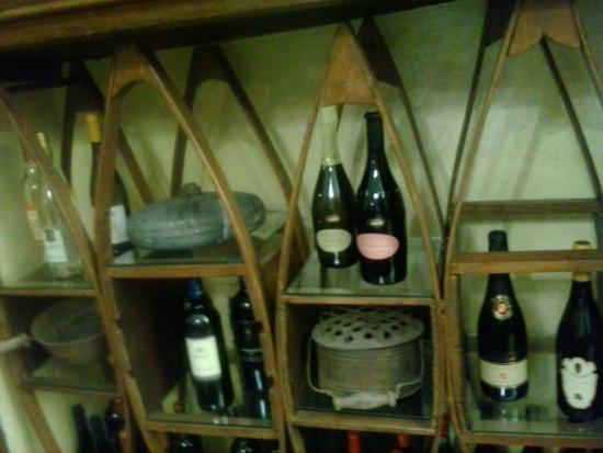 Scaldini Da Letto.Antichi Scaldini Da Letto Utilizzati Come Ripiani Per Vino E