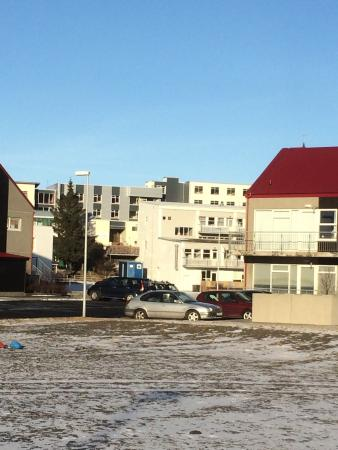Borgarnes, Islandia: Our room was located at the other side of the street.