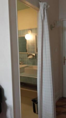 salle de bains sans porte picture of domaine de la colombiere moissieu sur dolon tripadvisor. Black Bedroom Furniture Sets. Home Design Ideas
