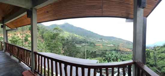 Hill Safari Eco Lodge Ohiya: View from private black on upper floor room