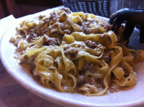 La Masseria: Fettuccine al ragù bianco.
