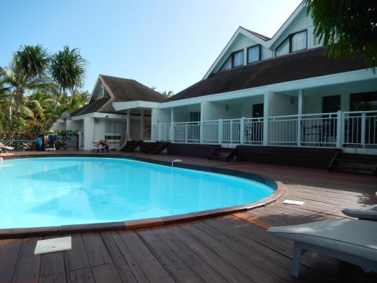 Shamrock: Les chambres sont à deux pas de la piscine. Possibilité de sauter du lit dans l'eau. Excellent !