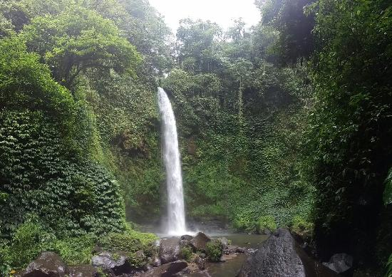 ‪Nungnung Waterfall‬