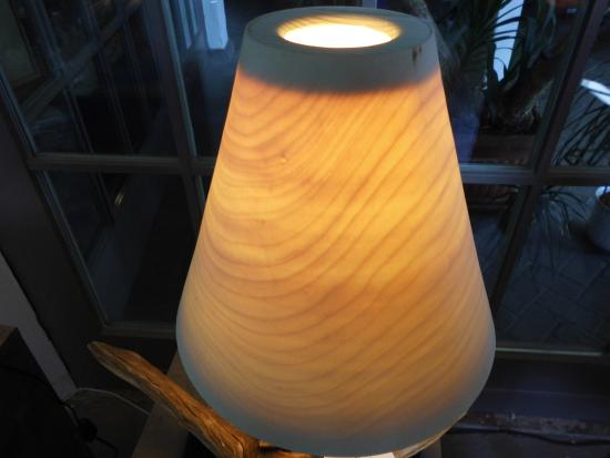 Aus der Lampenschirm - Werkstatt, aus Holz hergestellt. - Bild von ...