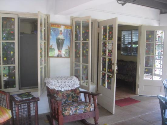 Mateo's B&B: Verandah and old prints of the Panama canal