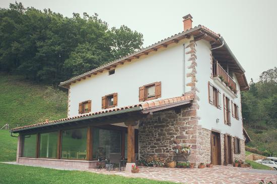 Casa rural olagaraia prices guest house reviews for Casa rural mansion terraplen seis