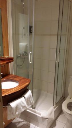 Hotel Alba: SDB de la 1ère chambre