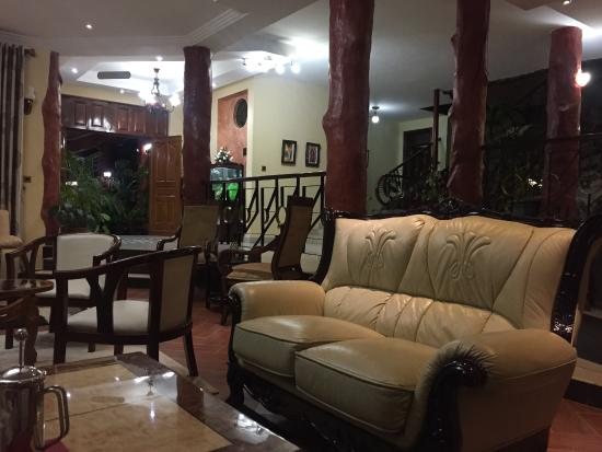 Cold Springs Karen Boutique Hotel: Perfect lounge area with big comfy couches.