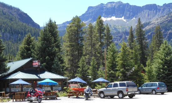 Silver Gate, MT: Outdoor seating sheltered by forest & peaks
