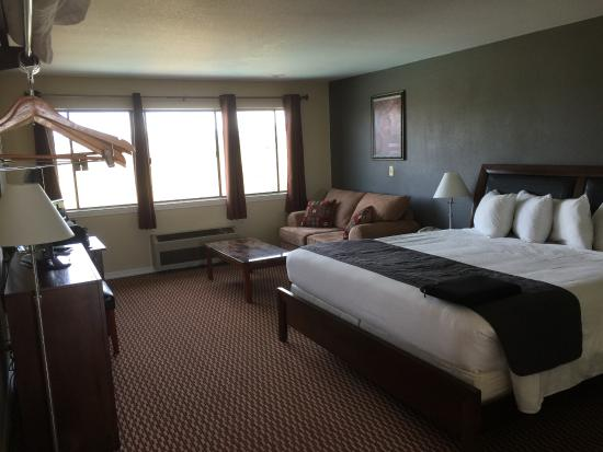 Plymouth, CA: Room 210