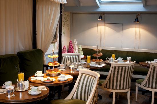 Salon intérieur - Picture of Laduree Covent Garden, London ...