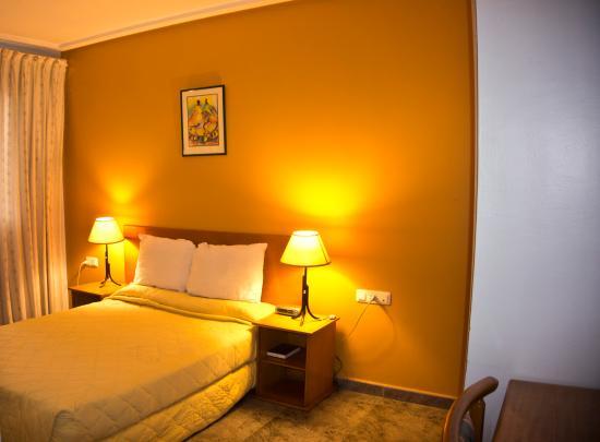 crown apartamento hotel accra ghana voir les tarifs. Black Bedroom Furniture Sets. Home Design Ideas
