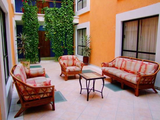 Oaxaca Dorado: Living room