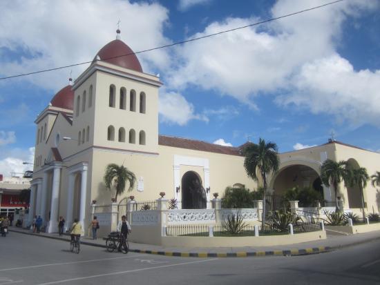 Cathedral of San Isidoro (La Catedral de San Isidro): Вид с площади цветов