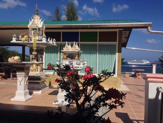Tri Trang Beach Resort : местность возле рецепшена