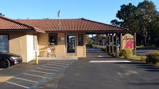 Super 8 Monterey/Carmel: Estacionamento