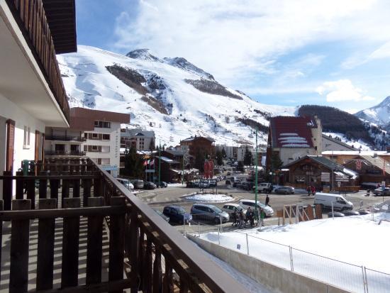 Hotel Le Cret: Main ski area from the balcony
