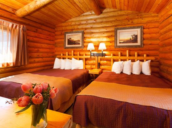 Cowboy Village Resort: Two Queen Deluxe Cabin
