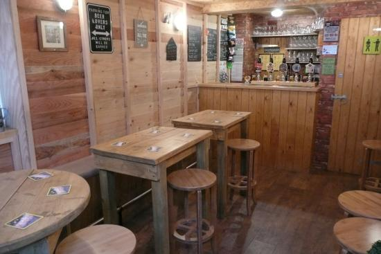 Pewsey, UK: Inside The Shed Alehouse